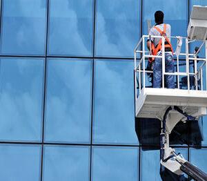 Lavaggio vetrate – pannelli solari e vetri ascensori panoramici